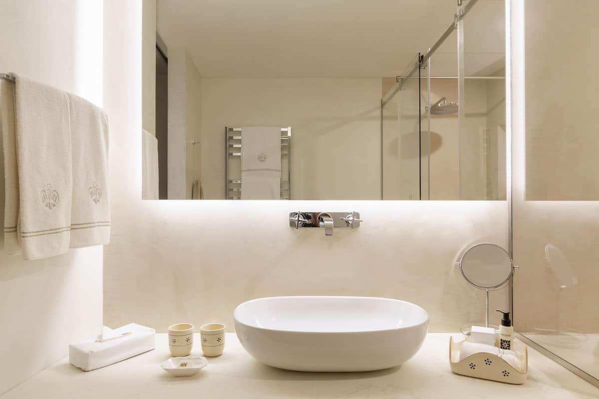 Corte Giardino bathroom